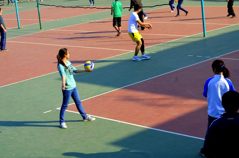 students-playing-volleyball