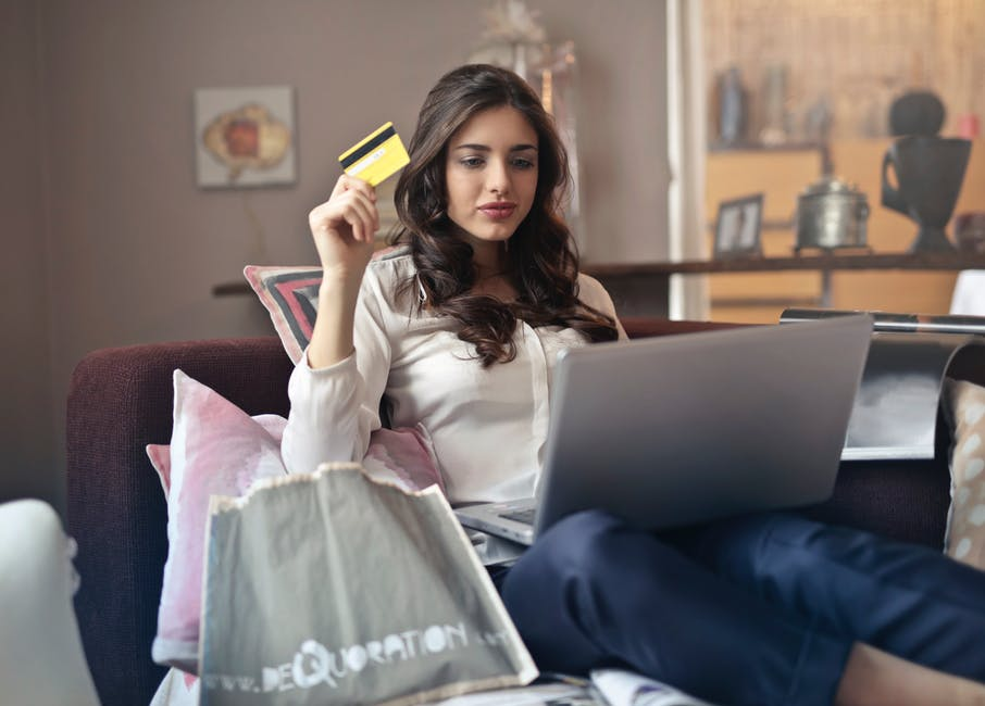https://www.studentbees.com.au/blog/wp-content/uploads/2018/05/save-money-when-shopping-online-in-australia.jpeg